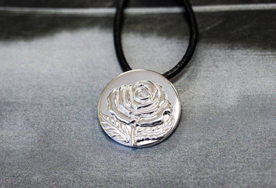 084-0011 Sterling Silver 24mm Rose Pendant
