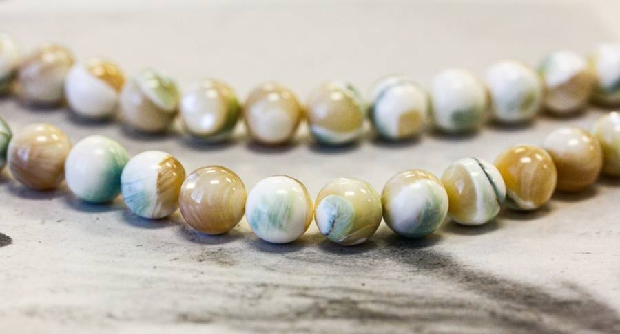 245-1326 Natural Mother of Pearl 10mm Round